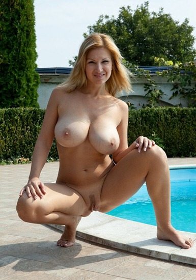 femjoy-karol-reveals-her-impressive-melons-by-the-pool