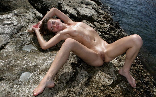 femjoy-ondine-looking-gorgeous-in-her-nude-scene