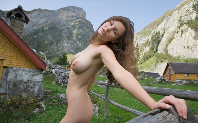 femjoy-susann-posing-nude